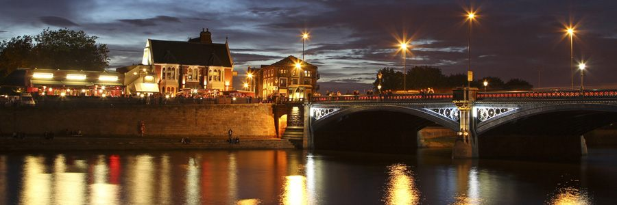 Image of bridge over the Rivert Trent at night.